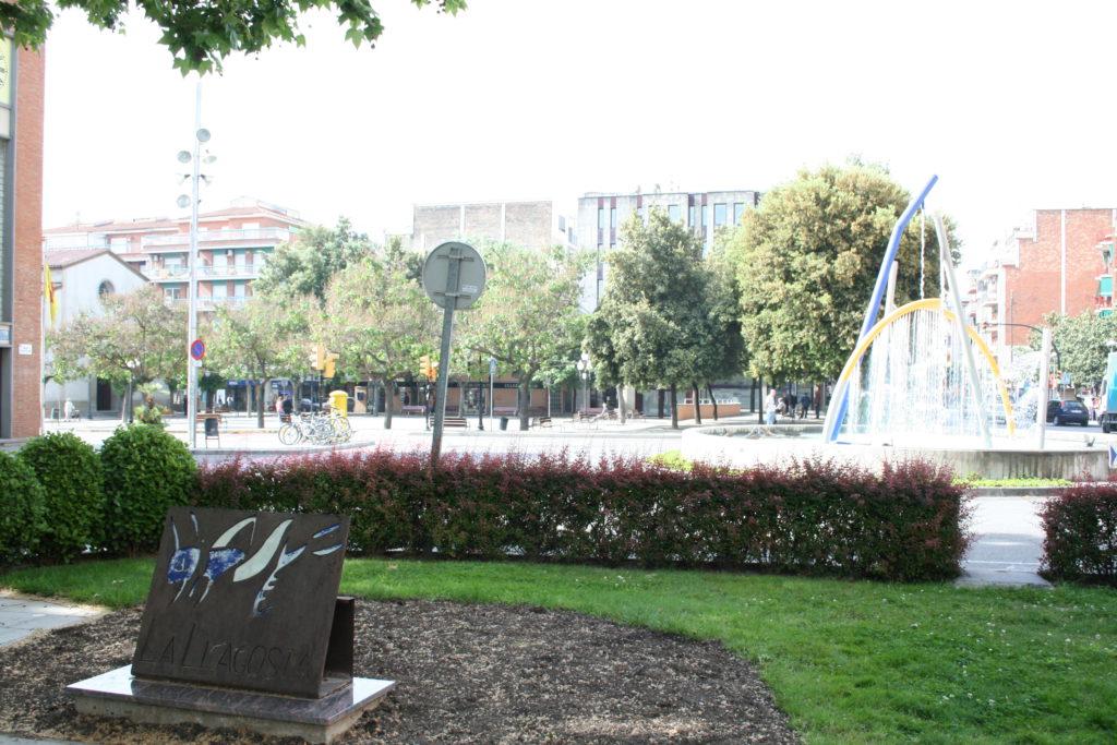 Passeig de l'Onze de Setembre i font Tot Aigua de la Llagosta