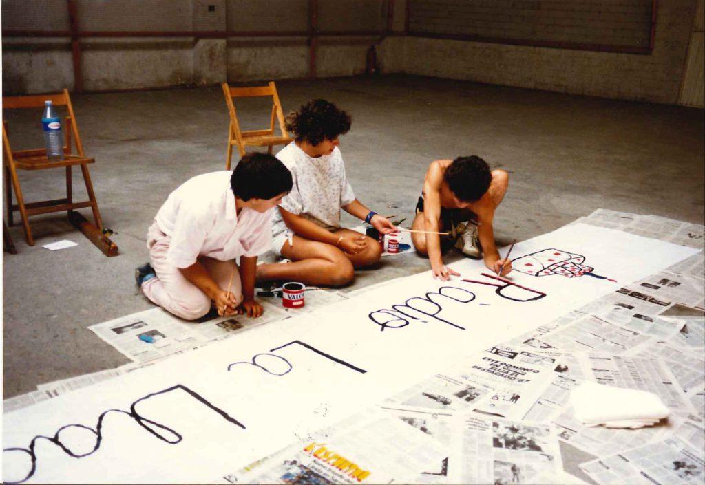 Preparatius per celebrar el primer aniversari de Ràdio la Llagosta (1987).