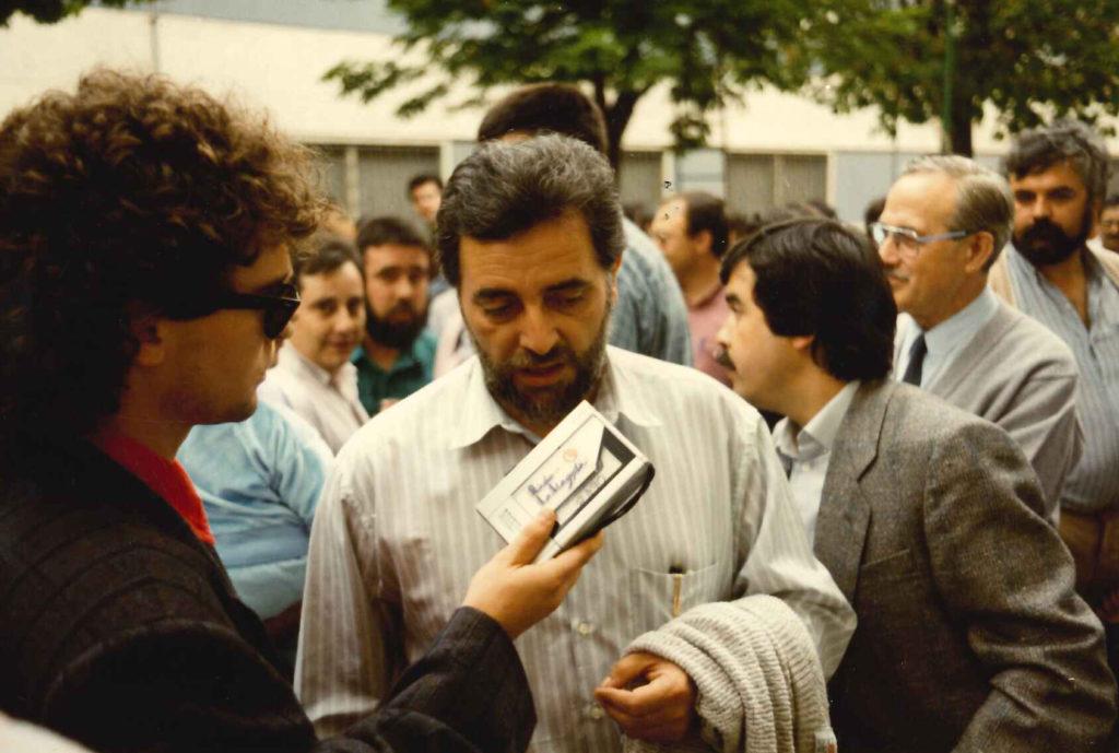 El periodista Carles Quílez entrevista a Julio Anguita.