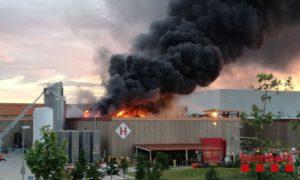 Incendi a la planta de Coca Cola, ahir, a Martorelles.